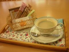 コーヒーをはじめ、温かいお飲み物ご用意してお待ちしています♪