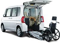 電動ウインチで車いすのスムーズな乗り降りを実現した大空間の感動スローパー。
